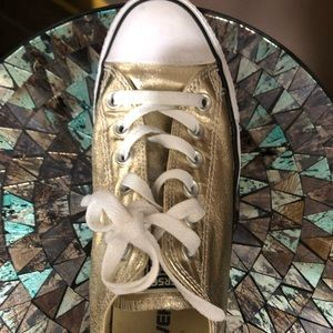 Women's size 8 gold converse sneakers
